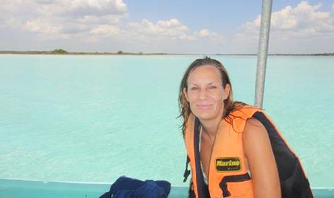 Cristina en la Laguna Bacalar