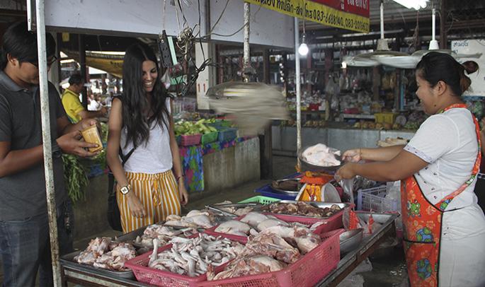 María en un mercado tradicional