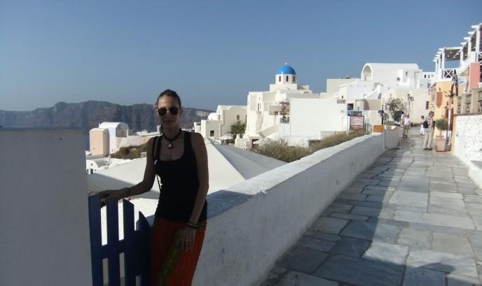 Laura en su viaje a Santorini