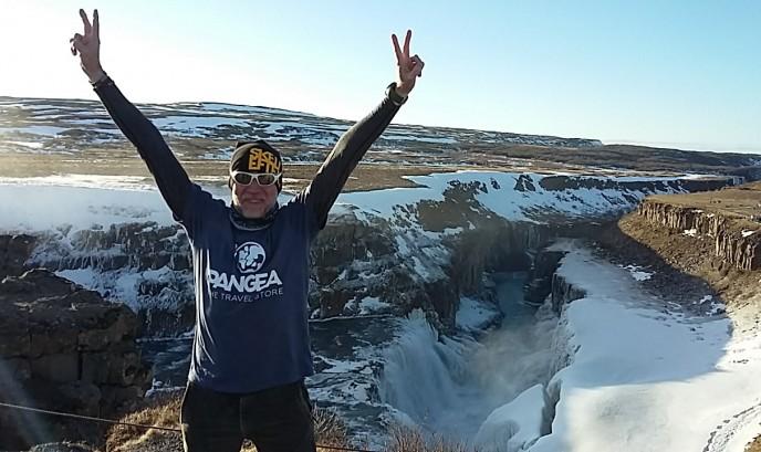Javi en la cascada de Gullfoss