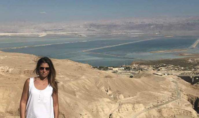Carmen en el Mar Muerto