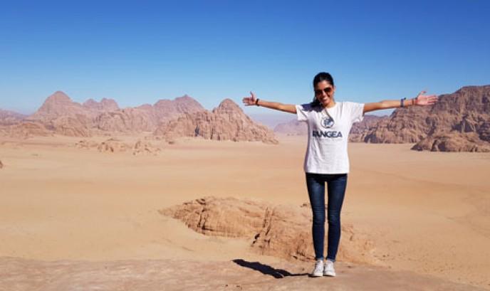María en el desierto de Wadi Rum