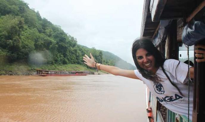 María navegando por el río Mekong