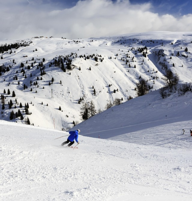 Esquiadores en Selva Gardena, Italia