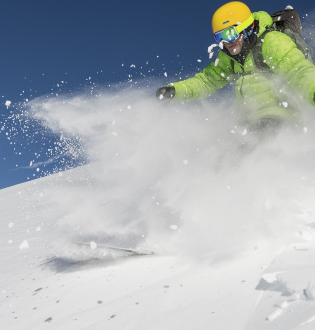 Esquiador en Selva Gardena, Italia