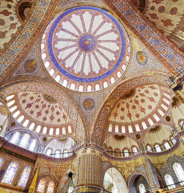 Interior de la catedral en Turquía