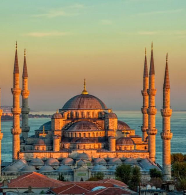 La Mezquita Azul y el Bósforo en Turquía