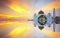 Majestuosa mezquita flotante en Malasia