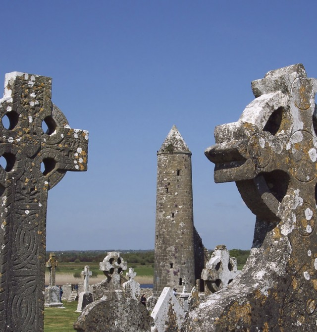 Monasterio de Clonmacnoise en Irlanda