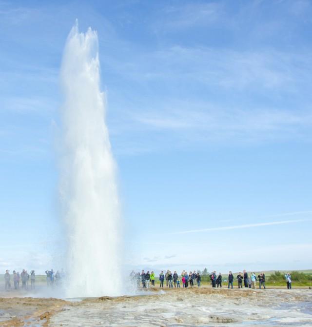 Géiser en acción en Islandia