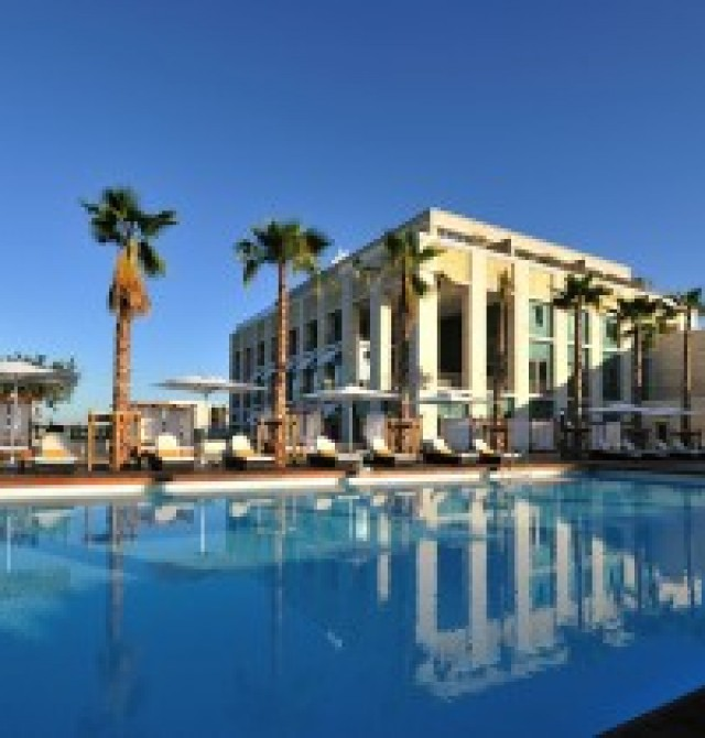 Hotel al borde del mar