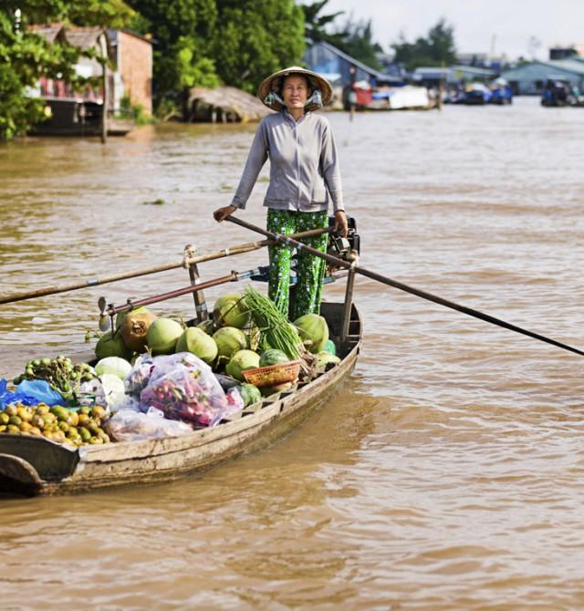 Mercados flotantes en los ríos vietnamitas en Vietnam y Camboya