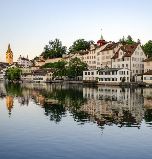 Siempre hay un lago en Suiza