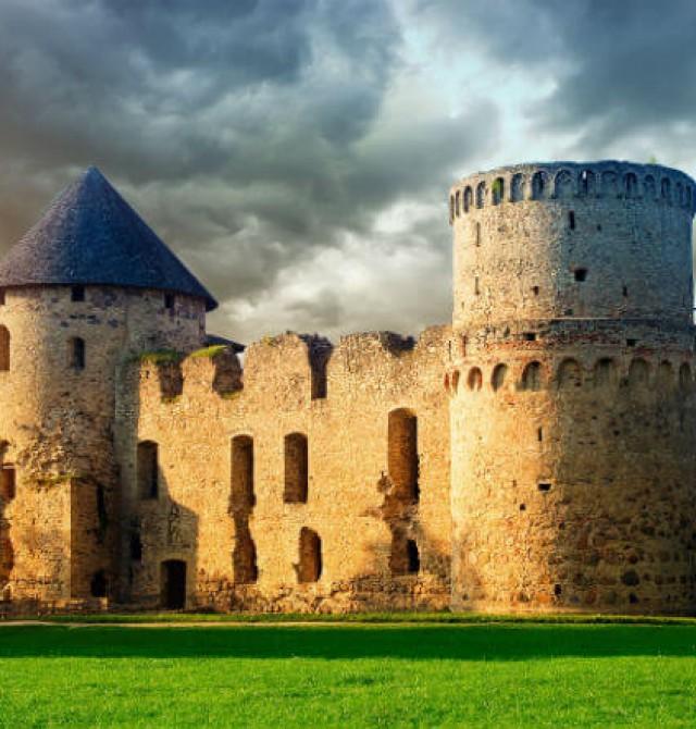 El castillo medieval de Cēsis en Estonia, Letonia y Lituania