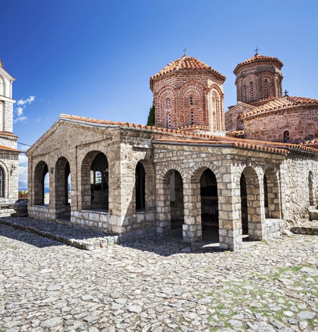 en Albania y Macedonia