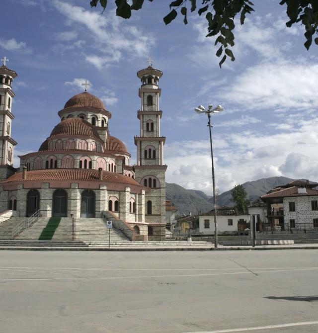 El momento 'tirano'  en Albania y Macedonia