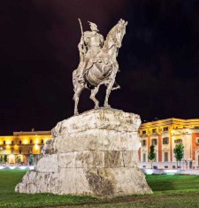 Tirana en Albania y Macedonia