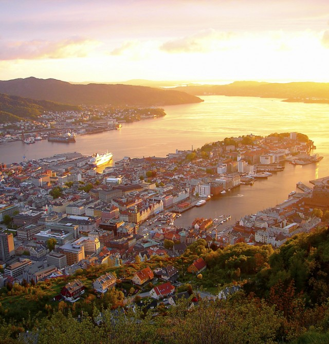Bergen  en  Warnemünde - Copenhague - Hellesylt - Geiranger -Bergen - Kristiansand - Aarhus