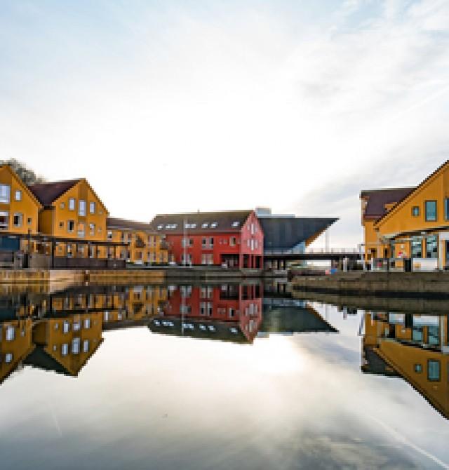 Kristiansand  en  Warnemünde - Copenhague - Hellesylt - Geiranger -Bergen - Kristiansand - Aarhus