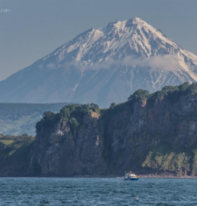 Salida en barco hacia la Bahía Russkaya en Rusia, Kamchatka