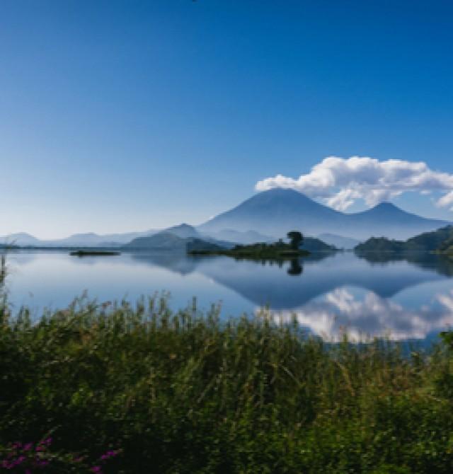 Lago Mutanda en Uganda, Ruanda y Congo