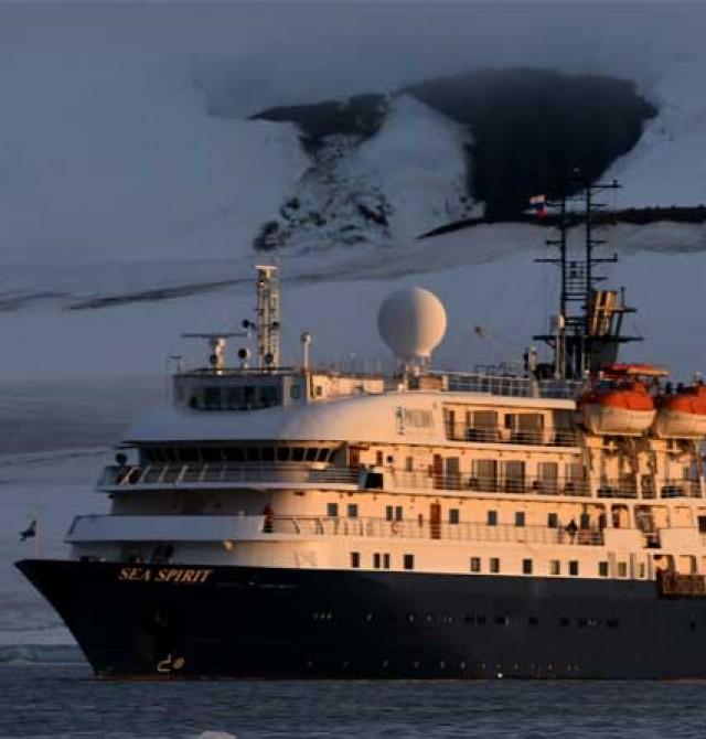 Barco de expedición en Rusia