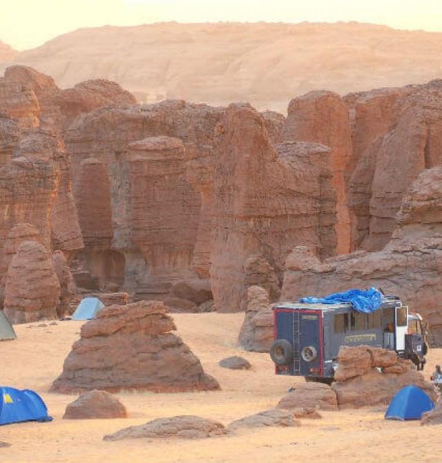 Ruta y acampada en el Sahara