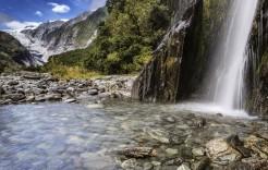 Cascada en el glaciar Franz Joseph en Nueva Zelanda e Islas Cook