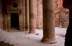 El Tesoro de Petra por dentro en Jordania