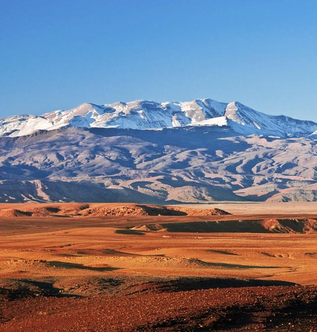 El desierto besa las montañas en Marruecos