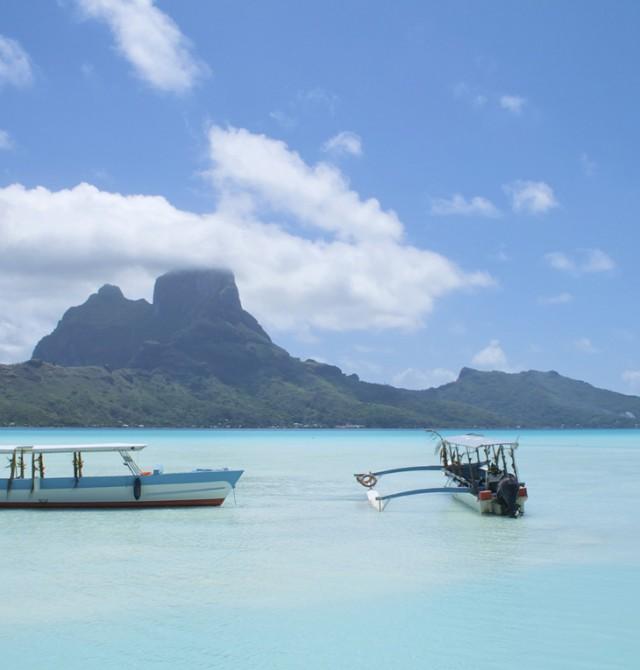 Lago en Bora Bora en Polinesia
