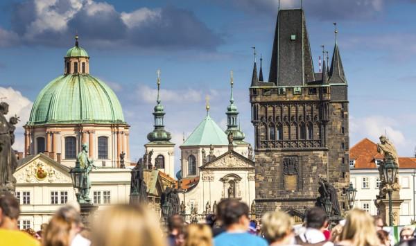 Puente de Carlos de Praga. Viaje a Republica Checa y Alemania con PANGEA The Travel Store