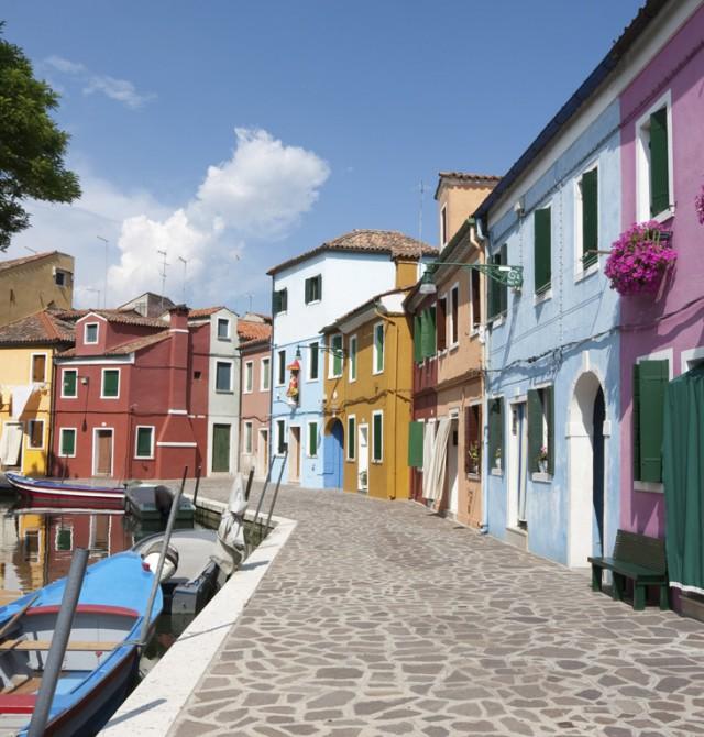 Calle de Burano en Italia