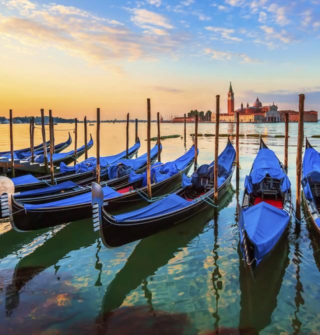 Viaja en góndola en Italia
