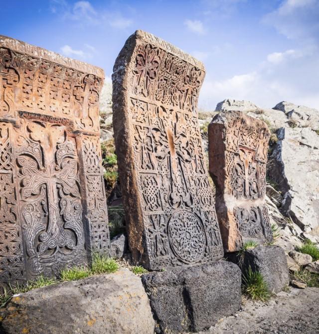 Khachkars en Lake Sevan
