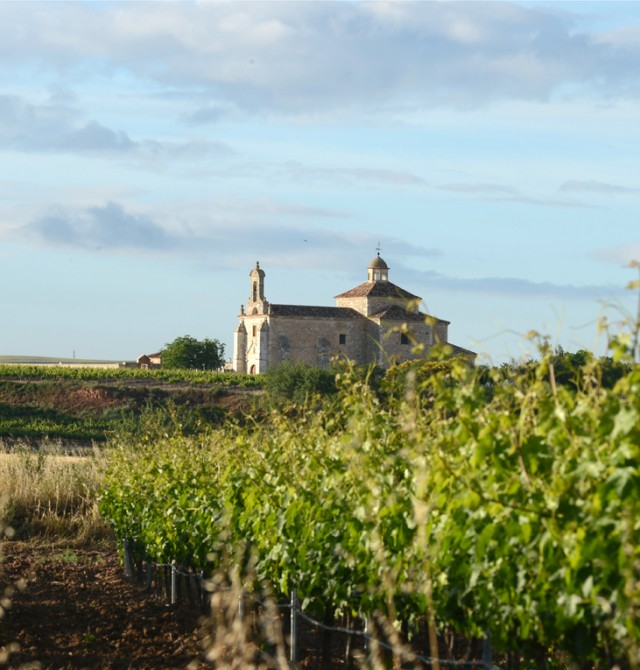 Vista de ermita en Valladolid, Ribera de Duero, San Bernardo