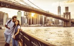Bajo el Puente de Brooklyn en Canadá y Estados Unidos