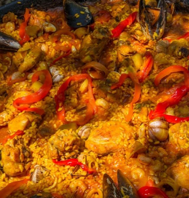 Cena típica en la arrocería La Valenciana en Valencia