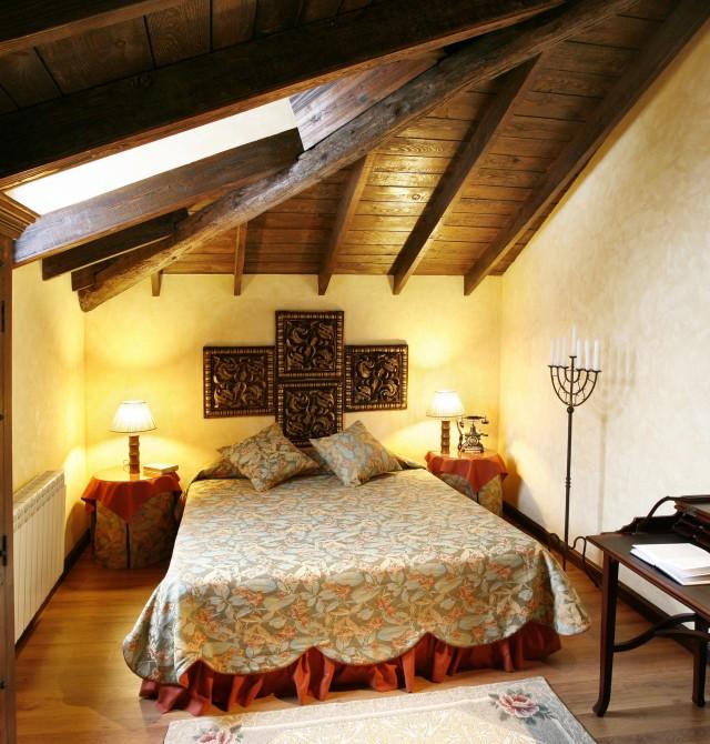 Habitación abuhardillada en La Rioja, Azofra