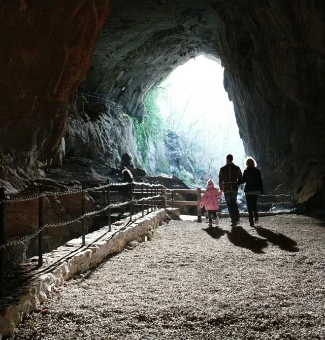 Entrada a la Cueva de Zugarramurdi en Navarra, Zugarramurdi