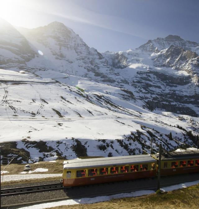 Tren en los Alpes