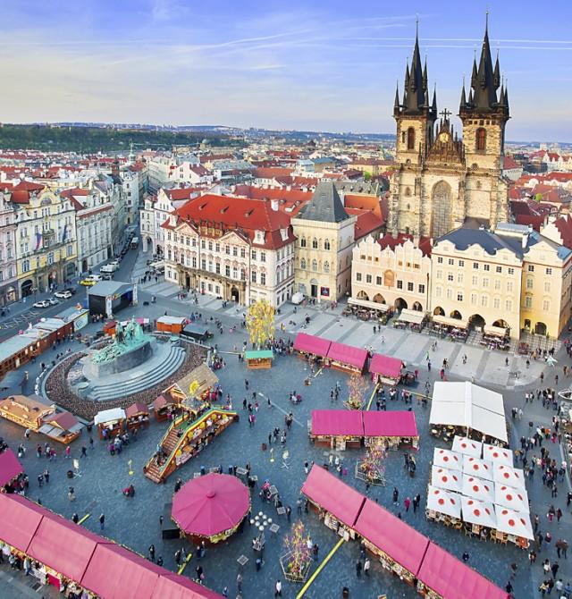 Piérdete por las misteriosas calles del barrio judío de Praga tras una visita al castillo. Saca tu l
